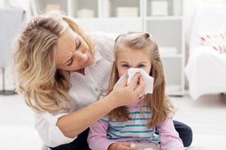 Unul dintre cele mai mari mituri in pediatrie: Cum se elimina mucusul pe care il inghite copilul