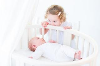 Viata cu doi copii sub doi ani - provocari si rezolvari