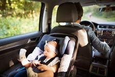 Pana la ce varsta este bine sa asezi copilul intr-un scaun auto rear facing?