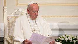 """""""Am plans pentru tine"""". Lacrimile lui Papa Franscisc pentru un orfan din Romania"""