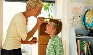 Copilul scund (prea mic de inaltime), cauze si solutii