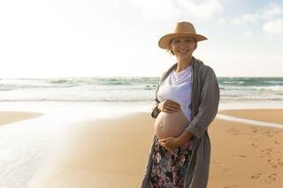 Protectia solara in timpul sarcinii. Ce produse sunt sigure pentru viitoarele mamici