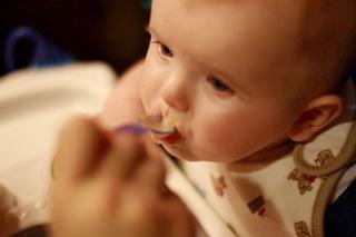 Lipsa poftei de mancare. Ce faci cand bebe n-are pofta de mancare? Cand trebuie sa mergi cu el la doctor