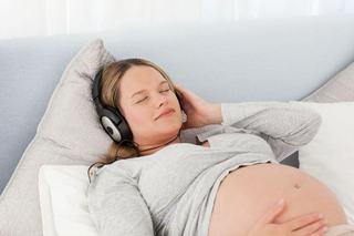 9 melodii de ascultat in sarcina