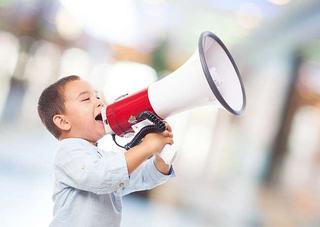 Pregatirea pentru serbare: cum il ajuti pe copilul tau sa depaseasca teama de a vorbi in public?