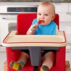 Cum alegem scaunul de masa pentru bebelus