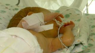 "Mama unui bebelus suspect de coronavirus din Suceava: ""Toti fug de noi"""