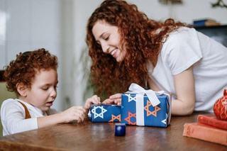 Cum alegi cadoul potrivit pentru un copil mic