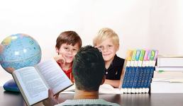 Batalia din scoli: carti clasice sau carti electronice?