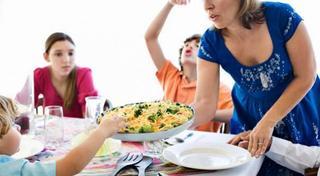 Cum sa eviti certurile cu copilul la masa