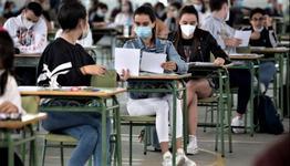 Elevii ar putea avea prioritate la vaccinare in etapa a treia