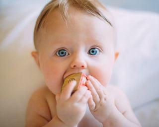 5 feluri de mancare pe care sa i le dai la inceput de drum bebelusului tau