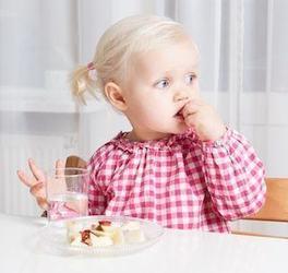 Cand introducem branza calcica in alimentatia copilului