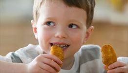 STUDIU: Carnea de pui contine la fel de mult colesterol ca si carnea rosie
