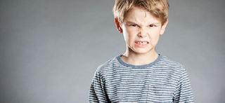 Copilul meu ma loveste cand se enerveaza. Ce sa fac?