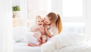 Are cu adevarat bebelusul nevoie sa fie luat in brate de cate ori plange?
