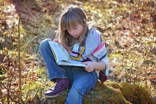 Copiii vor citi mai mult daca le alegi carti potrivite. Trucuri pentru a incuraja lectura