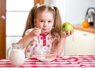 Alimente care intaresc dintii copilului tau