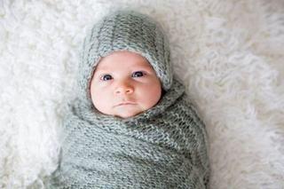 Mit demontat: De ce bebelusul Nu trebuie sa poarte caciula in casa