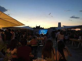 Proiectii de filme in aer liber, la DESCHIS Gastrobar, in iulie si august