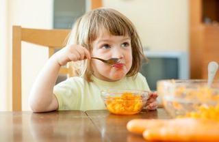 Convinge copilul sa manance legume