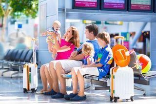 Parinti emigranti: 8 lucruri de luat in considerare inainte sa va mutati