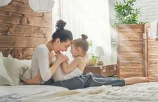 Stiinta spune: de ce mama da inteligenta copilului
