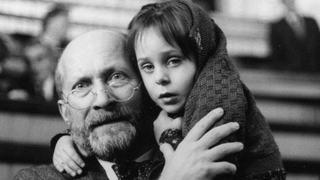 """10 principii de educatie ale celebrului Janusz Korczak. """"Iubeste-ti copilul in orice ipostaza"""""""