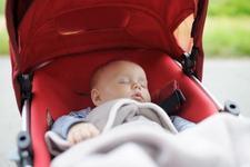 Cand ar trebui sa fie prima plimbare a bebelusului afara