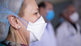 Este mai eficient sa porti doua masti de protectie pentru a te feri de infectia cu coronavirus?