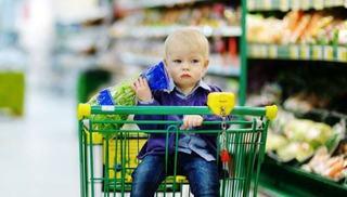 Parlamentarii vor case de marcat pentru familii, la care alimentele nesanatoase sa fie interzise