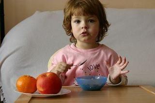 Invata copilul sa fie curat si manierat la masa