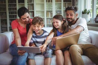 4 abilitati pe care i le dezvolta o tableta sau un telefon inteligent copilului tau