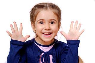 Hepatita A, gripa, meningita, transmise prin mainile murdare. Cele mai periculoase lucruri pe care pun mana copiii