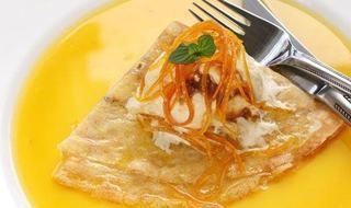 Clatite cu sos de portocale