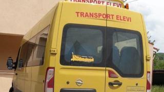 Un primar din Ilfov a umilit o eleva. I-a interzis sa mai urce in microbuzul scolar