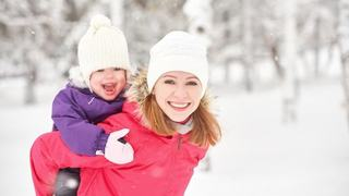 5 lucruri importante pe care o mamica isteata vrea sa le stie cand isi imbraca bebelusul pentru iarna