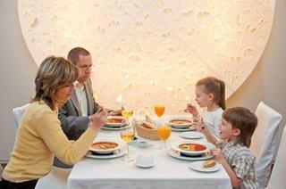 Bunele maniere ale copilului la restaurant