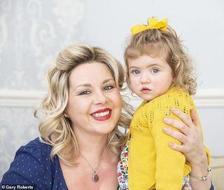 Fetita sa refuza sa suga lapte de la sanul drept. Mama a descoperit o tumora