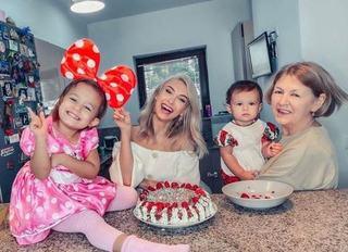 """Andreea Balan: """"Imi este greu sa fiu mama singura"""""""