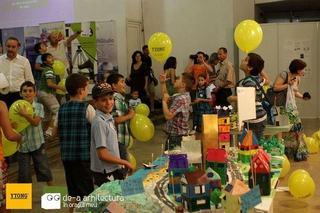 Copiii invata despre arhitectura si spatiul construit in scolile de stat prin De-a arhitectura