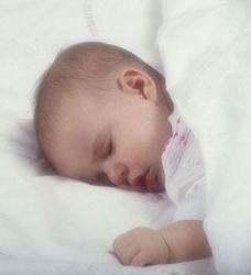 Un copil si un bebelus pot sa doarma in aceeasi camera?