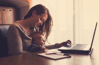 5 metode prin care poti fi un parinte mai bun chiar si atunci cand nu poti pleca devreme de la birou
