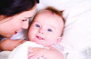 Comunicarea copilului la 4-7 luni. Cand sa-ti faci griji?