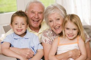 Ajutorul bunicilor: 6 avantaje pentru parinti