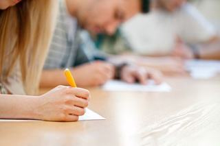 Bani pentru elevii cu media 10 la BAC si Evaluarea Nationala