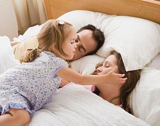Este dovedit stiintific: Iata motivul pentru care copiii nu isi lasa parintii sa doarma