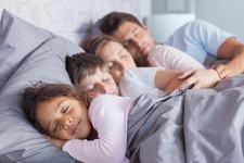 De ce dorm inca cu copiii mei, desi nu mai sunt bebelusi