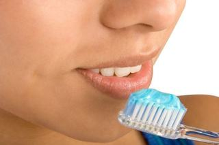Invata adolescentul sa-si ingrijeasca corect gura si dintii
