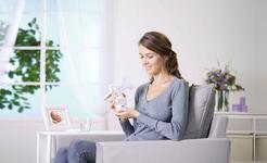 Hranirea la san: 7 trucuri de succes pentru mamicile care s-au intors la serviciu